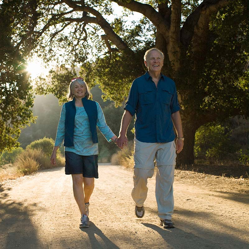 Florida couple walking to promote good brain health